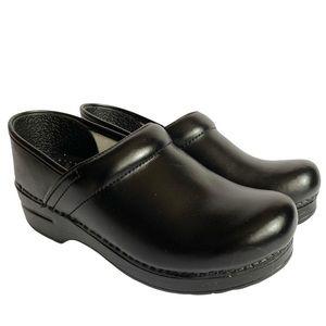Dansko Black Leather Professional Clogs NWOT 38w